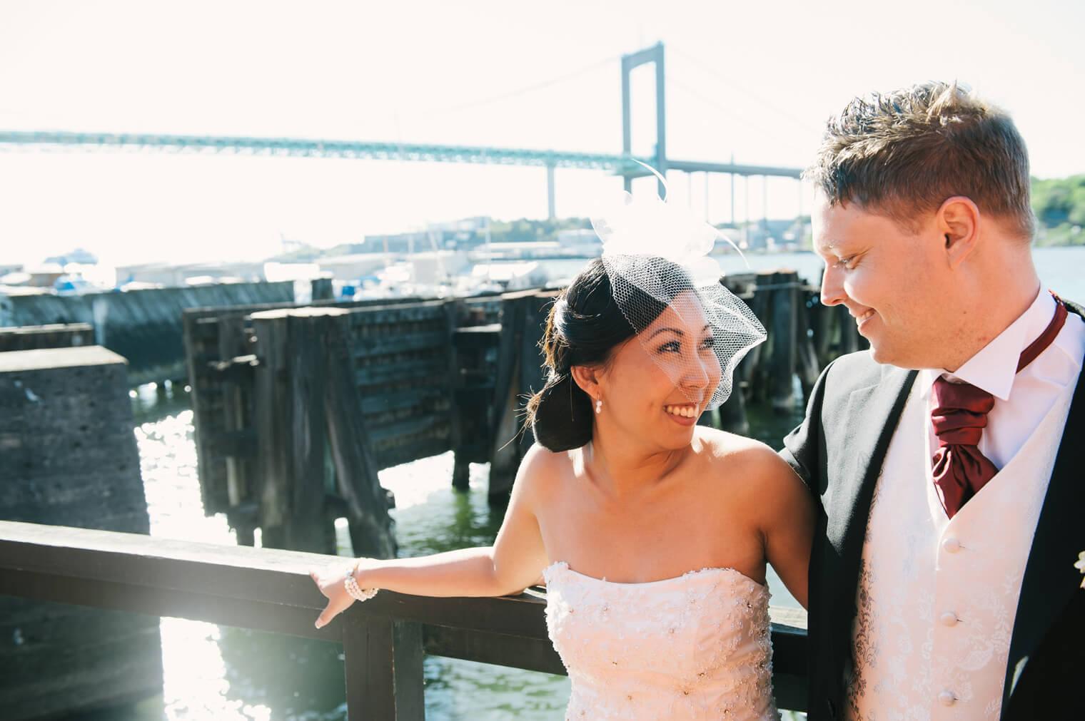 Bröllopsfotografering vid Ångsbåtsbryggan Göteborg