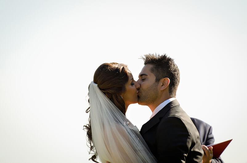 """""""Du kan nu kyssa bruden"""" - Vigseln är avklarad på Tjolöholms slott"""
