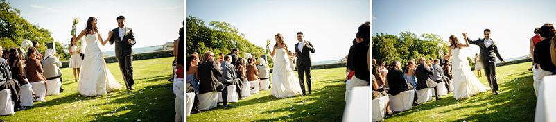 Brudparet går ner mellan raderna av gäster och dansar dagens första dans, som inte skall bli den sista.