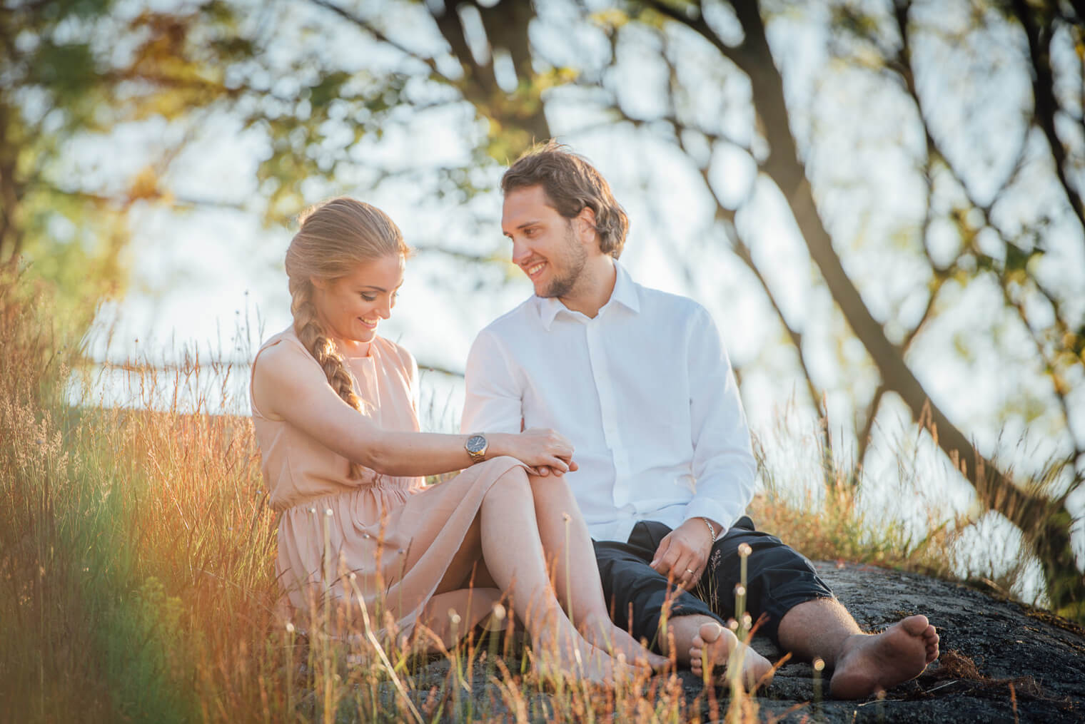 beloved förlovningsfoto parfoto sommar